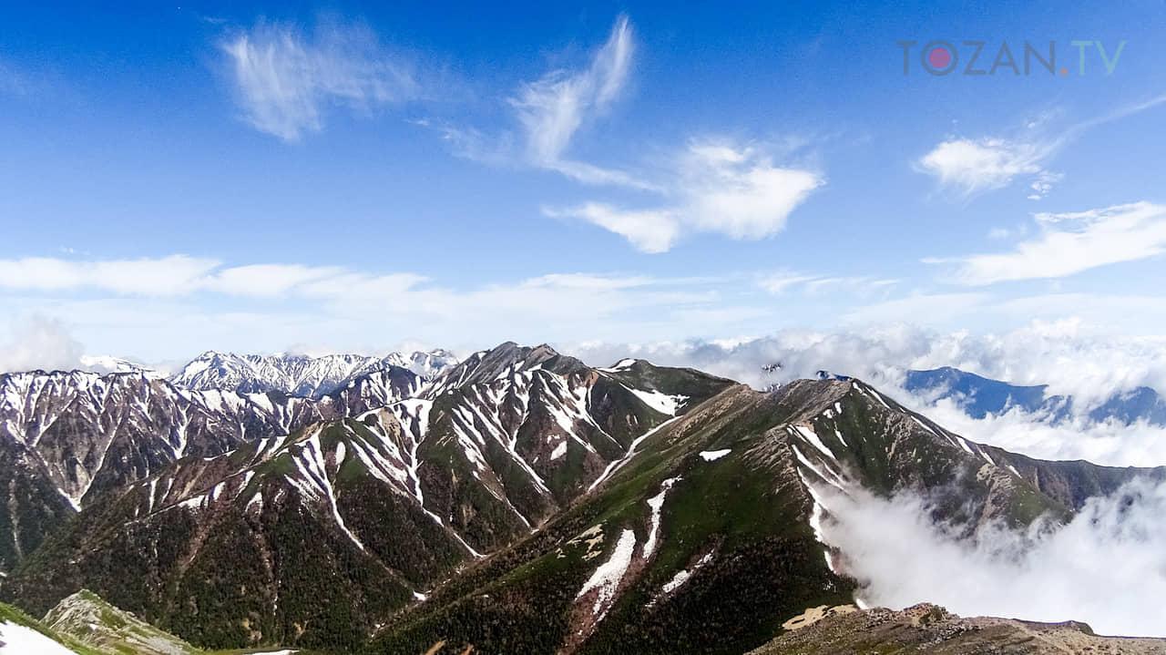 常念岳から大天井岳方向を望む